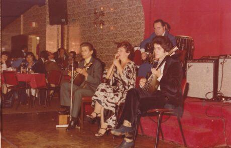 Με τον δάσκαλο Νίκο Καρανικόλα και με την Βούλα Γκίκα το 1977.