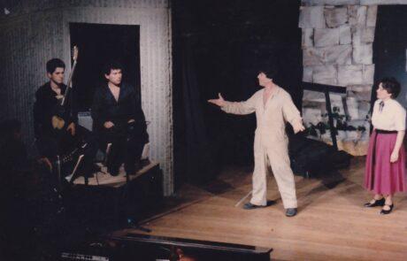 Στην παράσταση από το έργο 'του νεκρού αδελφού' του Μίκη Θεοδωράκη με τον πολύ καλό μου φίλο και ερμηνευτή Λοϊζο Χρυσοστόμου στο Σύδνεϊ Αυστραλίας.